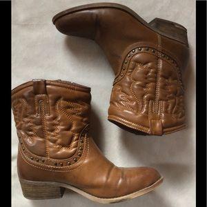 Shoes - Short cowboy boots